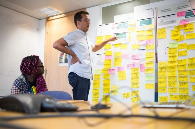 تحقیقات کاربر با الهام گیری از شخصیت و رفتار افراد، به شما در طرحریزی برنامهها و انتخاب استراتژیهای فروش کمک میکند و به حرکت شما رشدی مستمر میبخشد. در این مقاله به بررسی موضوع «تحقیقات کاربر» خواهیم پرداخت.